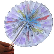 To Make A Round Fan Print Out The Template 4 Time Cut All Sheets And Glue Them Together One Long Sheet Decorate It Very Lightly With