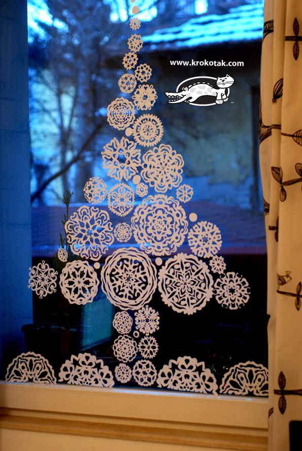 Krokotak paper snowflakes fir tree for the window for Addobbi finestre natale scuola infanzia